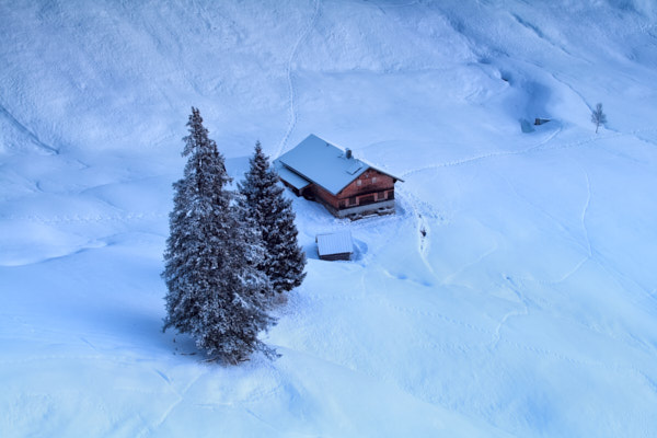 Supplying remote mountain huts, farms and houses with electricity and heat without being connected to the public grid