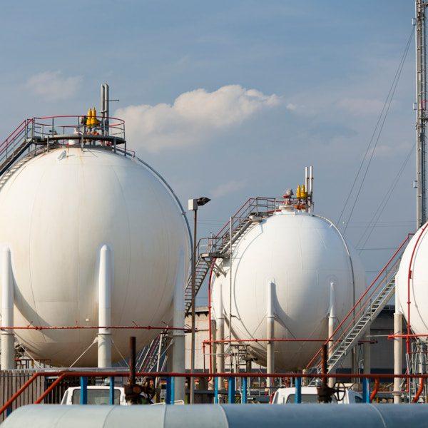 Große Kugeltanks in Raffinerien inspirierten zur Entwicklung des leichtesten Kugeltanks für Wasserstoff