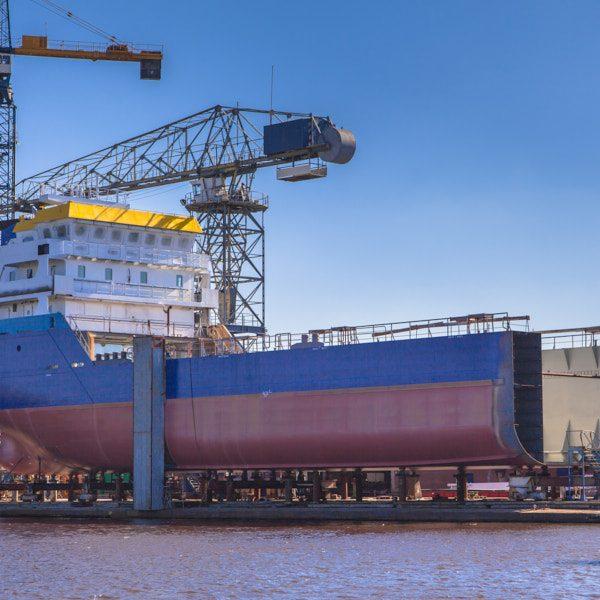 Neuartige Ansätze im Schiffbau verändern durch den Einsatz von Wasserstoff-Elektroantrieben Bauformen und verbessern die Ökobilanz